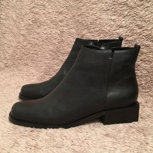 ETIENNE AIGNER Leather Booties - sz 7.5M